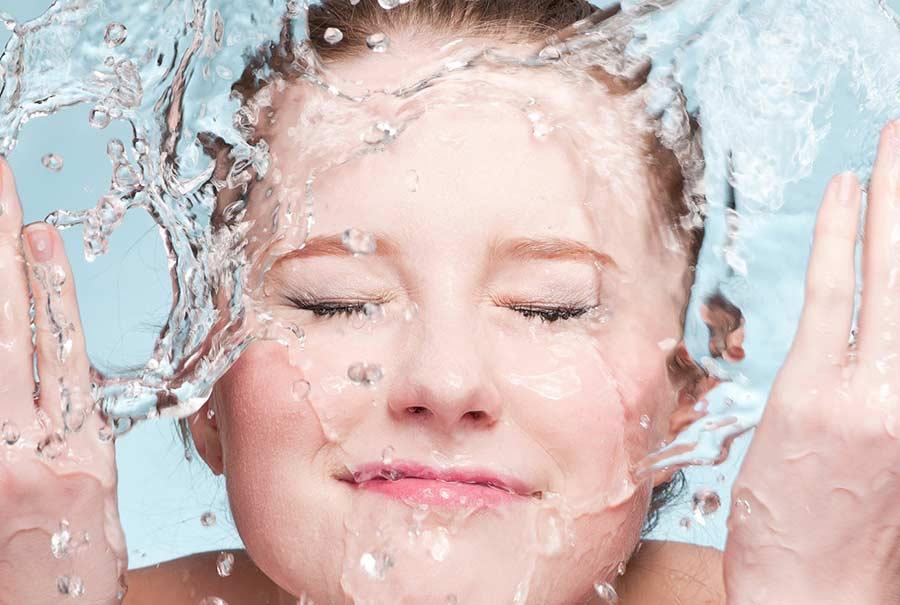 Diferencia entre Agua Micelar y tónico, savias, bruma y leche virginal…